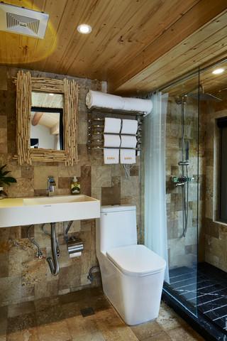 大户型复古风公寓卫生间装修设计图