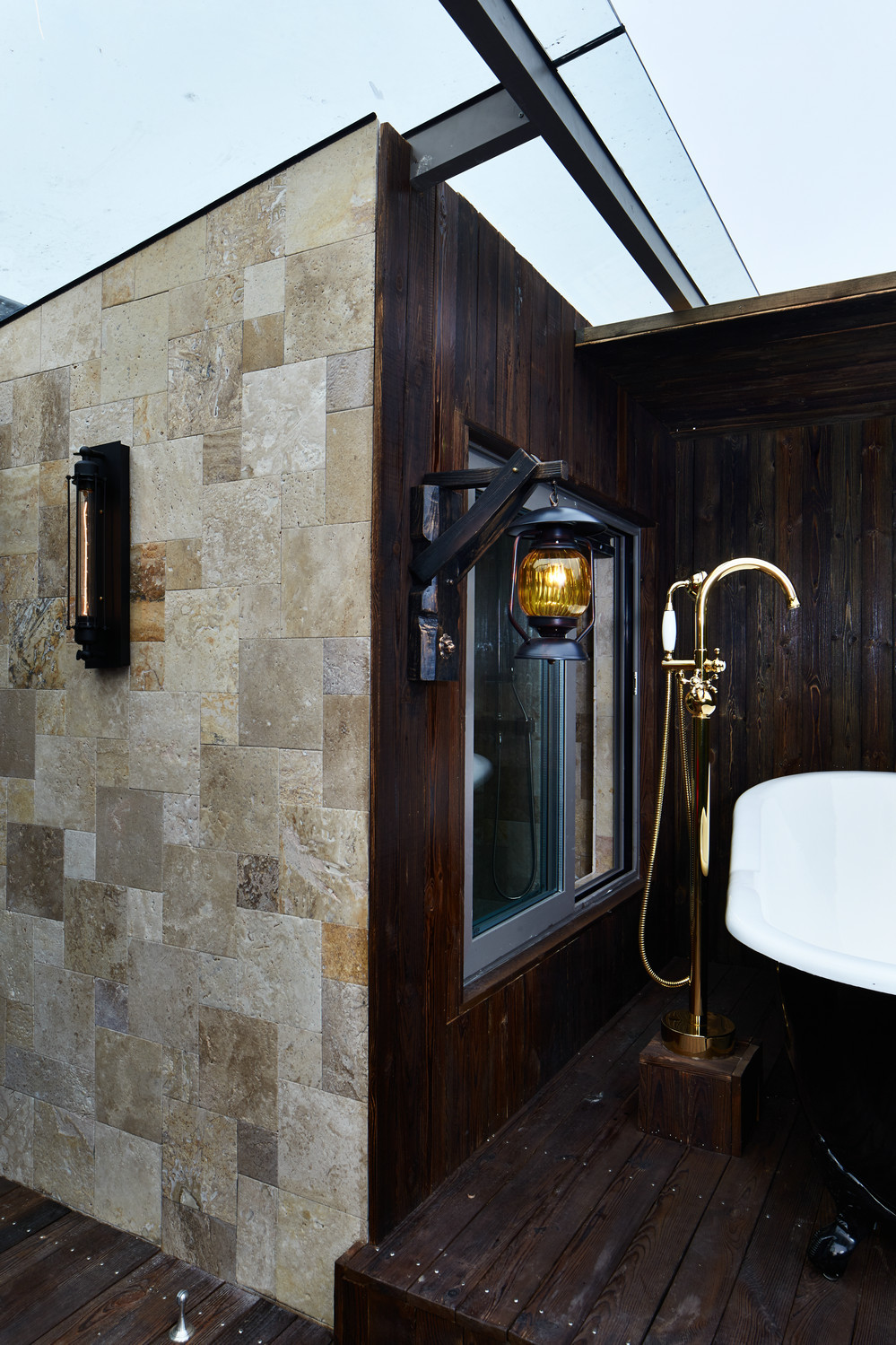 大户型复古风公寓露天浴室装修效果图