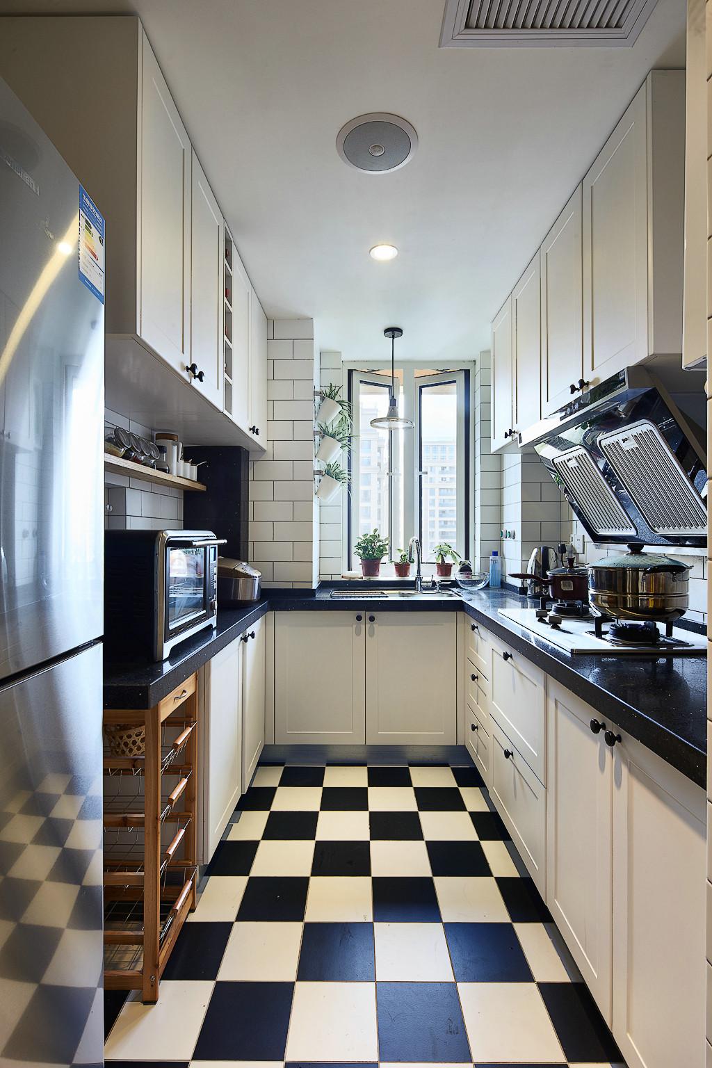 125㎡北欧风格三居黑白厨房装修搭配图