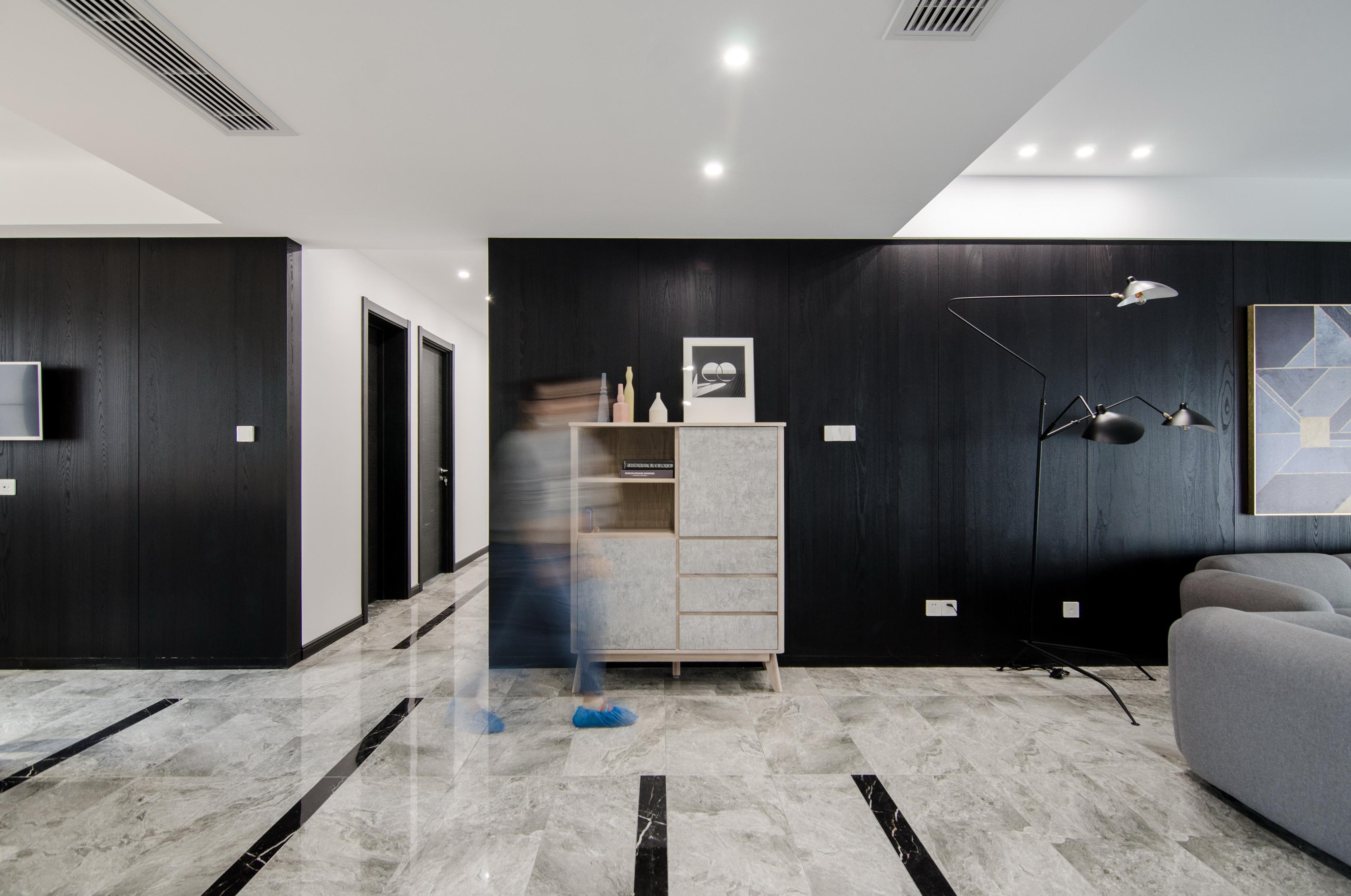 现代简约大户型装修客厅过道
