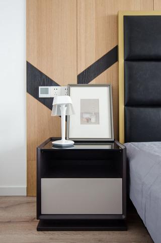 现代简约大户型装修床头柜效果图