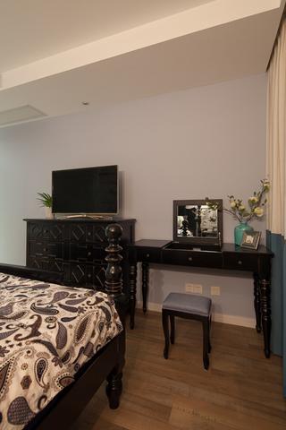 美式混搭三居室装修梳妆台设计