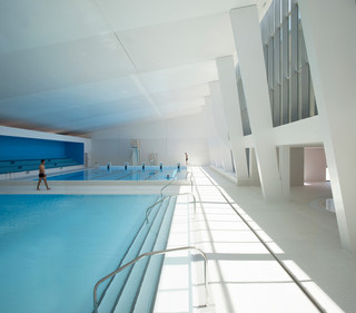 极简风游泳馆设计效果图