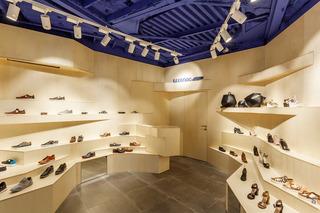 立体创意鞋店装修设计图
