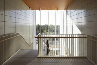 大学教学楼楼梯空间设计效果图