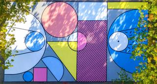 多彩几何篮球场设计图