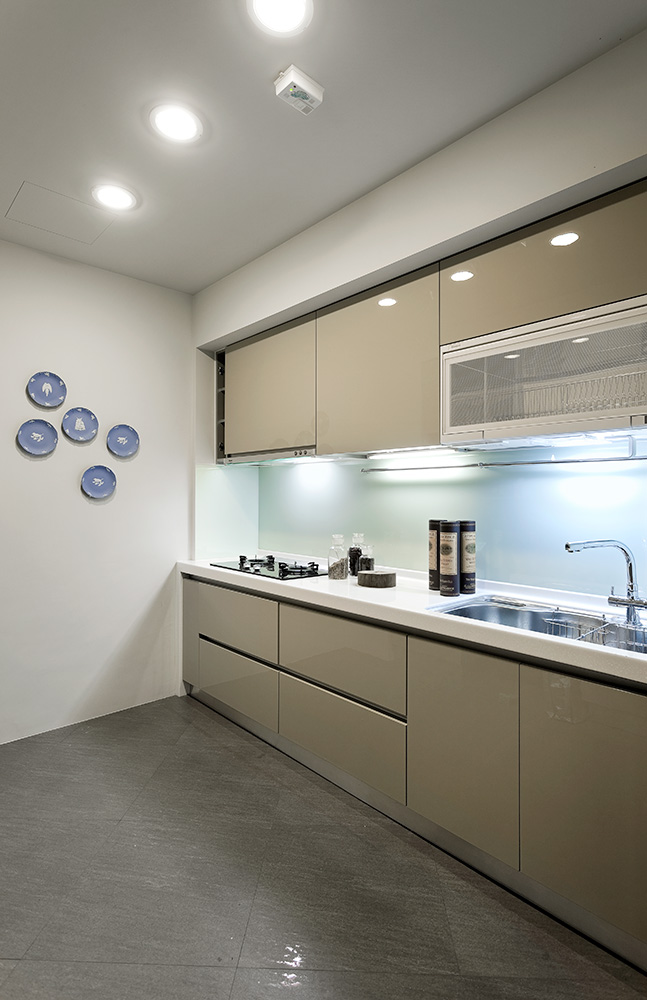 130平现代风格厨房装修效果图