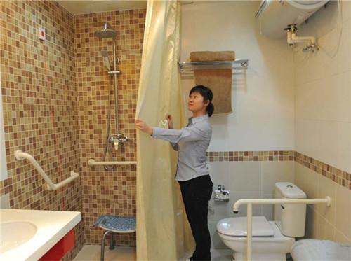 卫生间老人用扶手有哪些材质 卫生间怎么装修