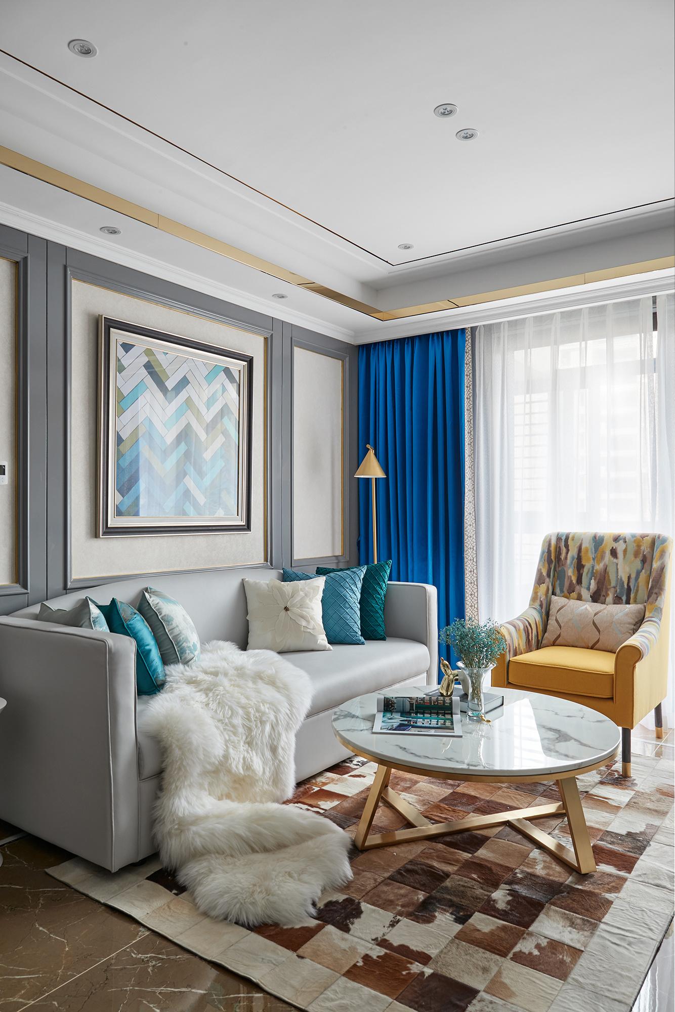 法式风格三居室客厅吊顶装修效果图