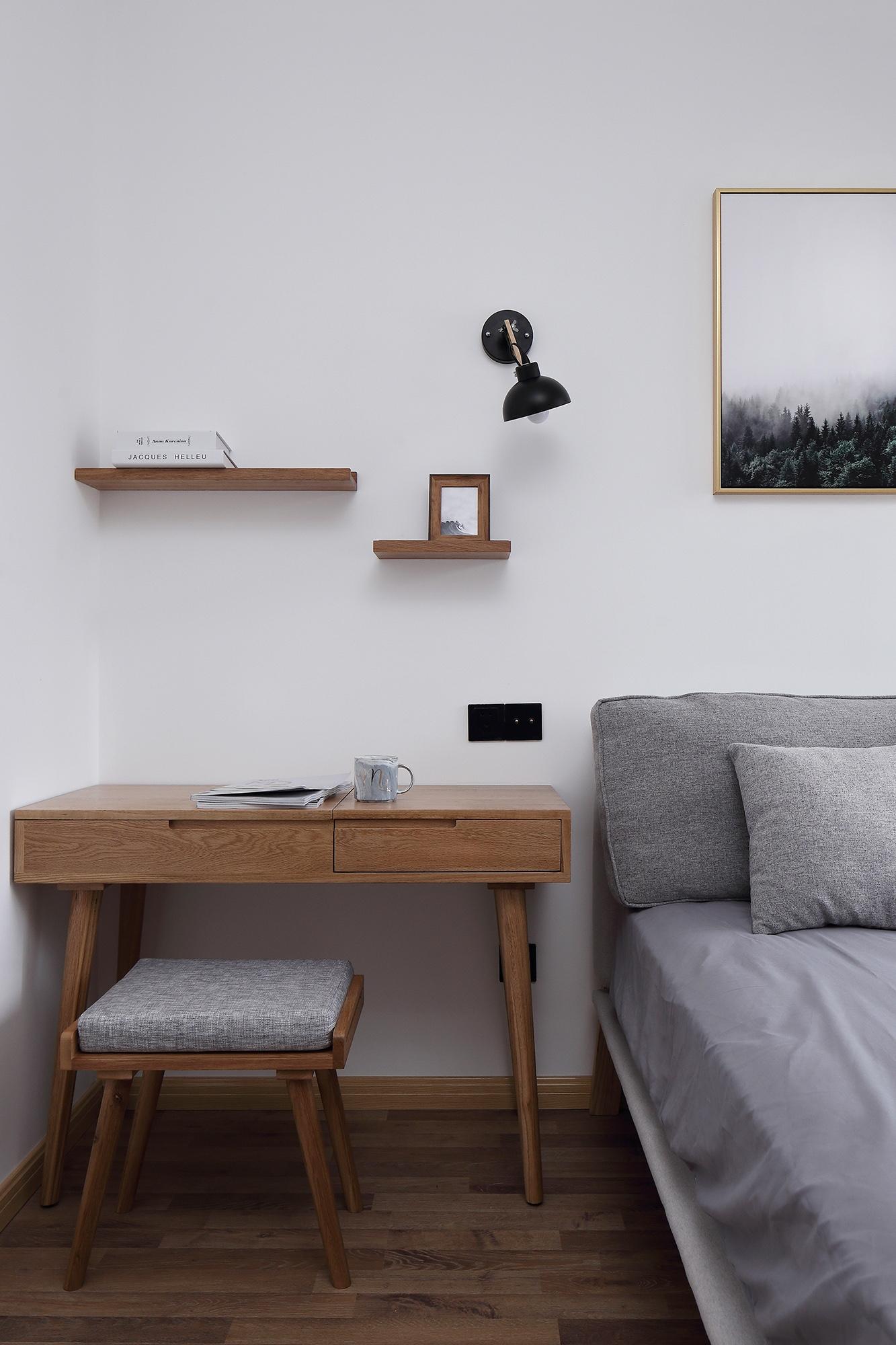 85㎡简约二居装修卧室书桌设计图