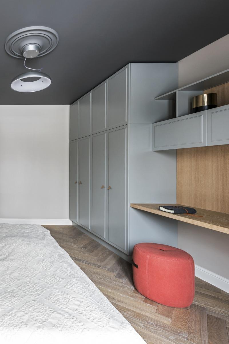现代混搭风格公寓衣柜装修效果图