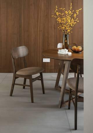130平现代风装修餐桌椅设计图