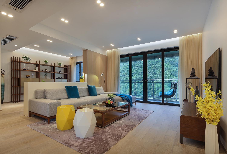 130平现代三居室客厅吊顶装修效果图