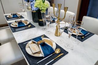 现代奢华大户型装修餐具摆件特写