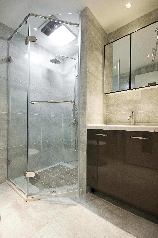 简约现代三居室淋浴房装修效果图