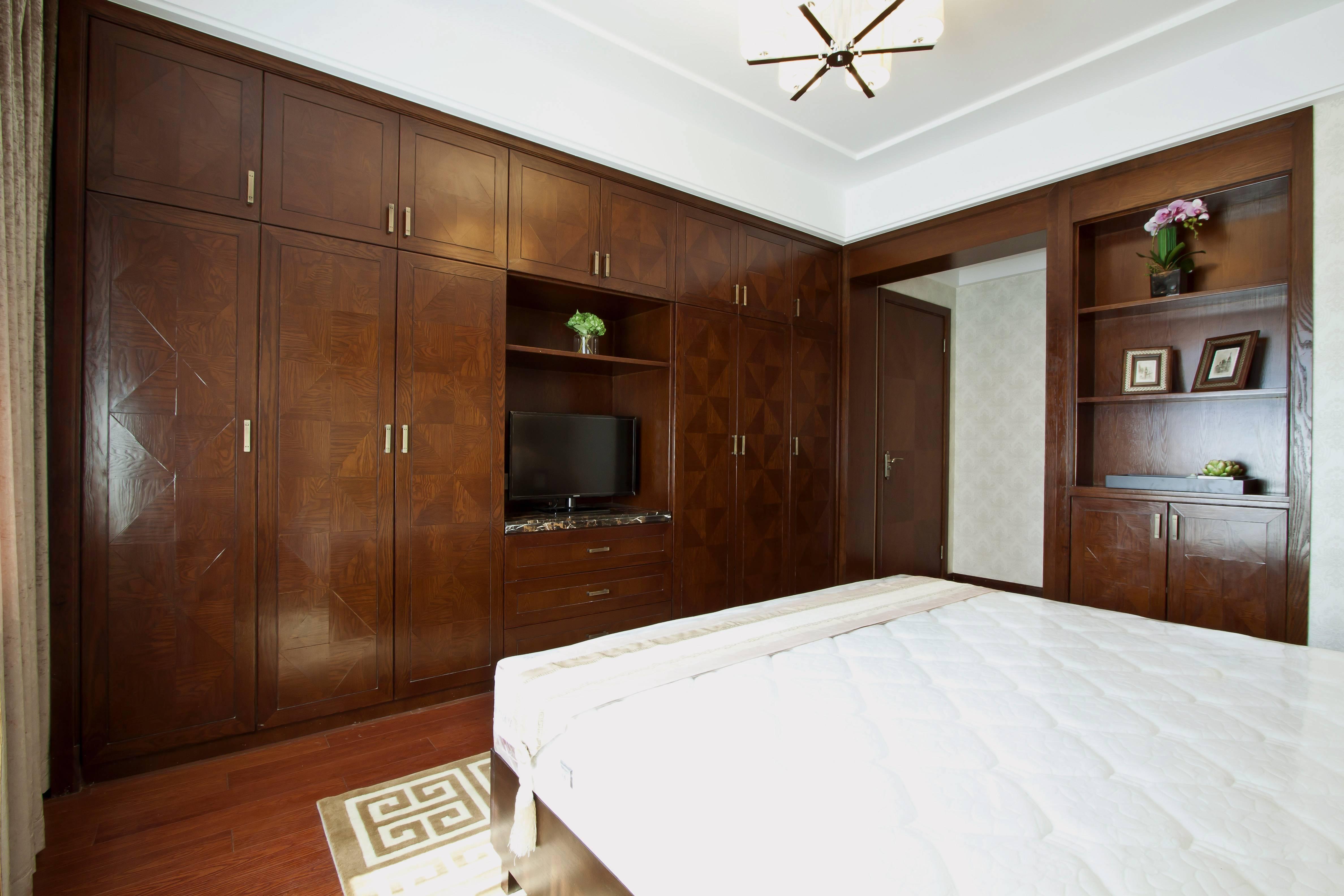 145㎡新中式风格卧室衣柜装修效果图