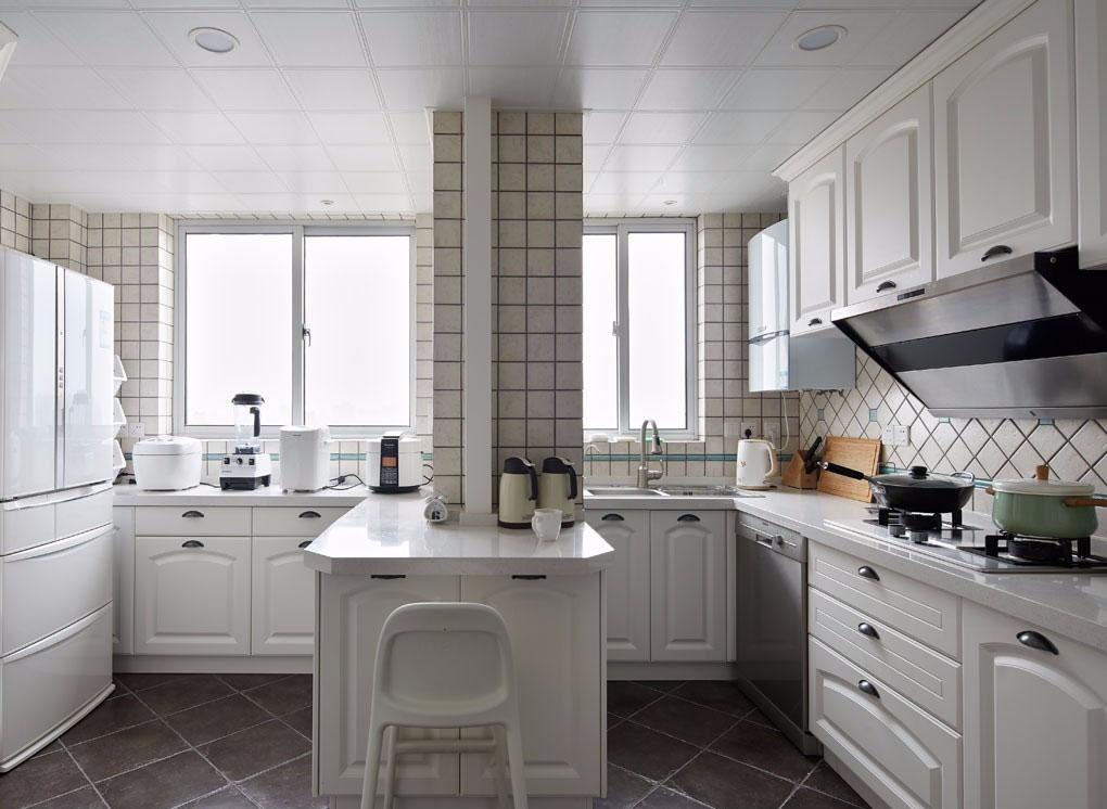 简美风格三居室厨房装修设计图