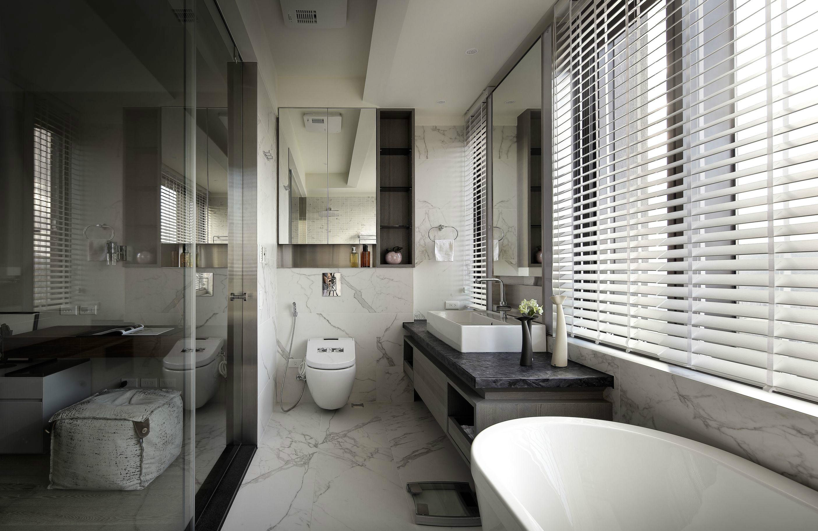 后现代风格大户型卫生间装修效果图