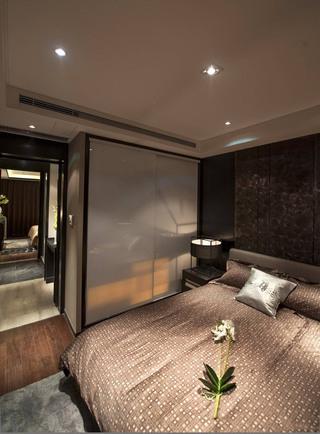 古典中式风格三居卧室衣柜装修效果图