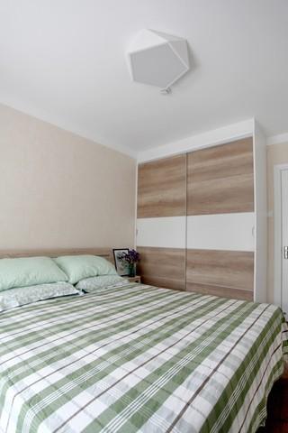 简约风格二居卧室衣柜装修效果图
