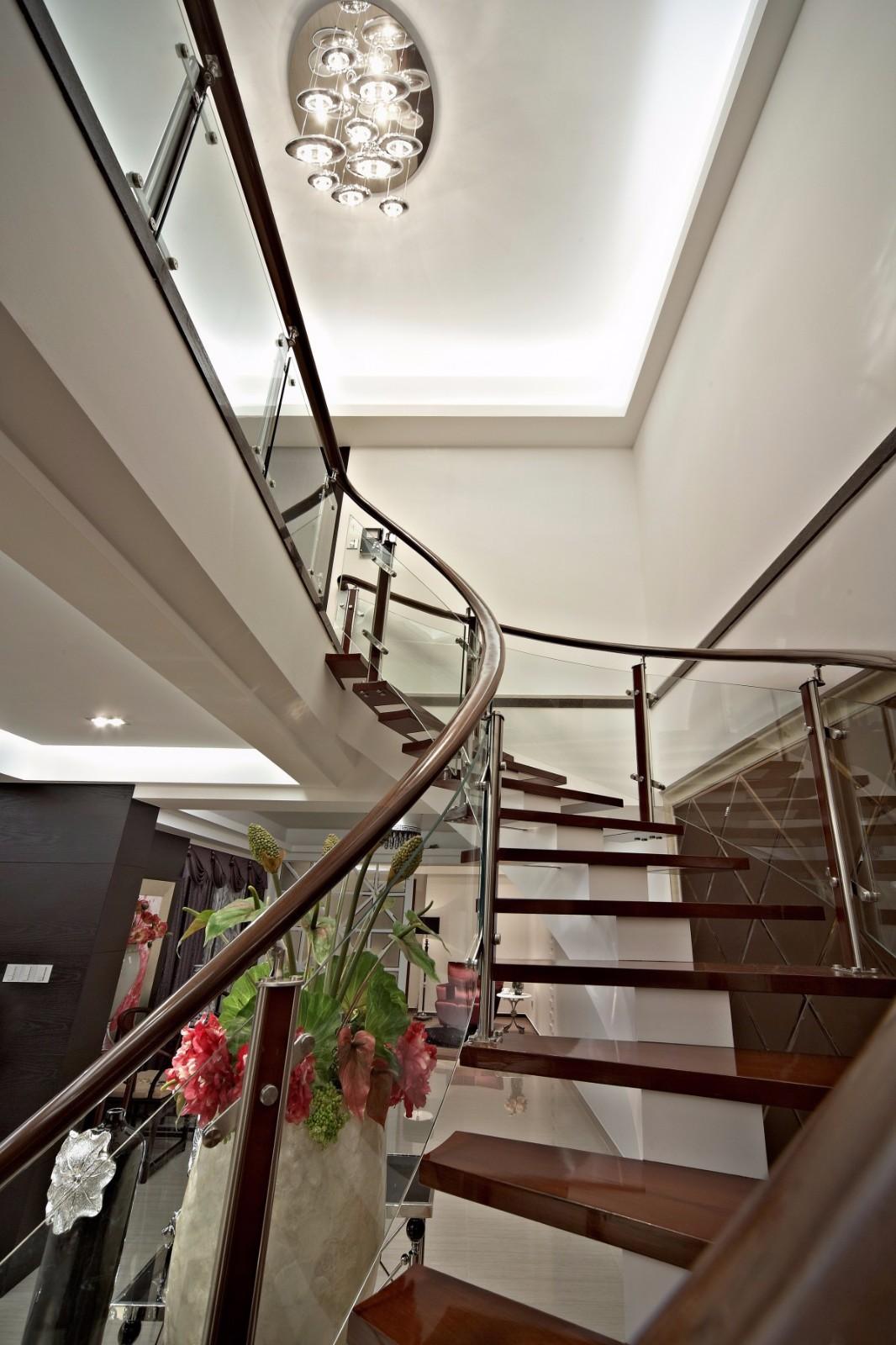 新古典风格别墅楼梯装修效果图