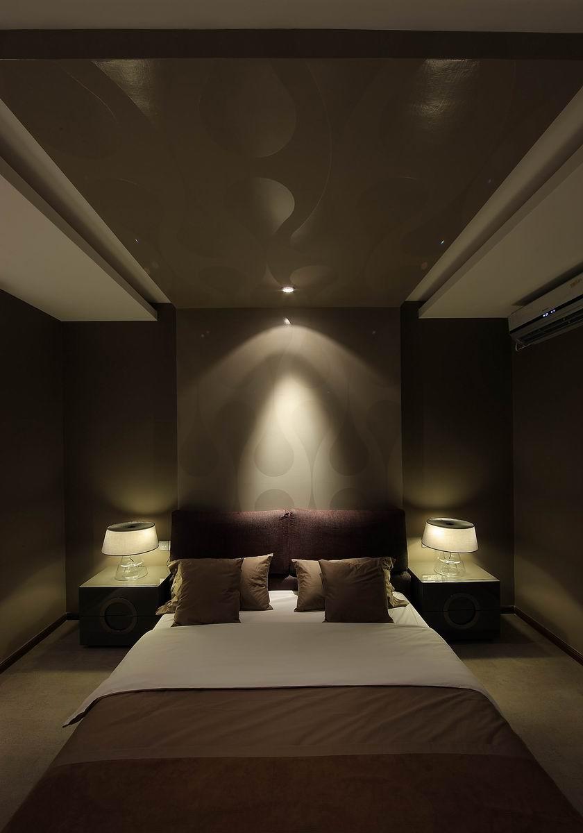 灰色现代简约三居卧室装修效果图