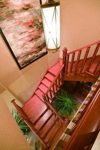 混搭风格二居室楼梯装修效果图
