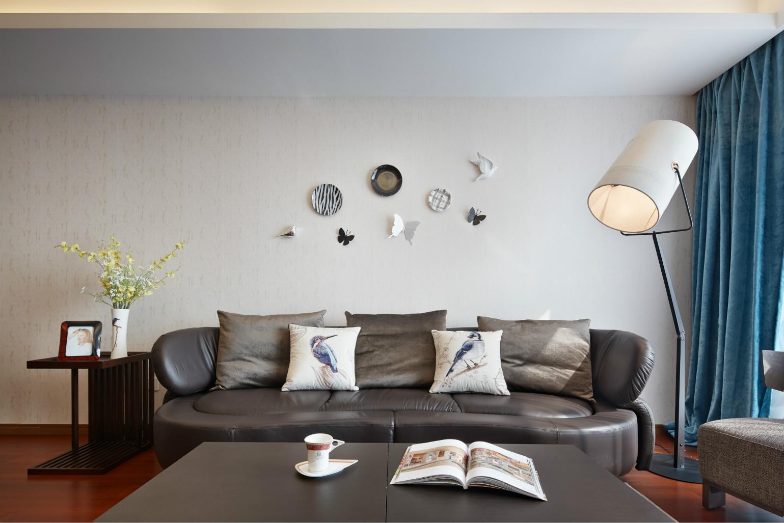 现代简中式三沙发背景墙装修效果图