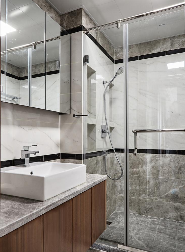 135平米现代风格卫生间装修效果图