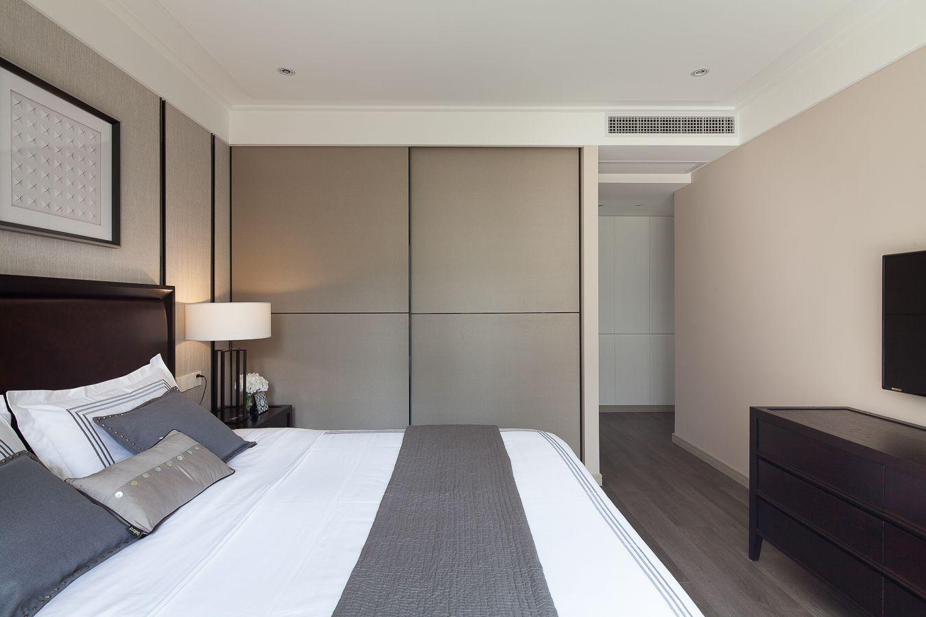 三居室现代风格卧室装修效果图