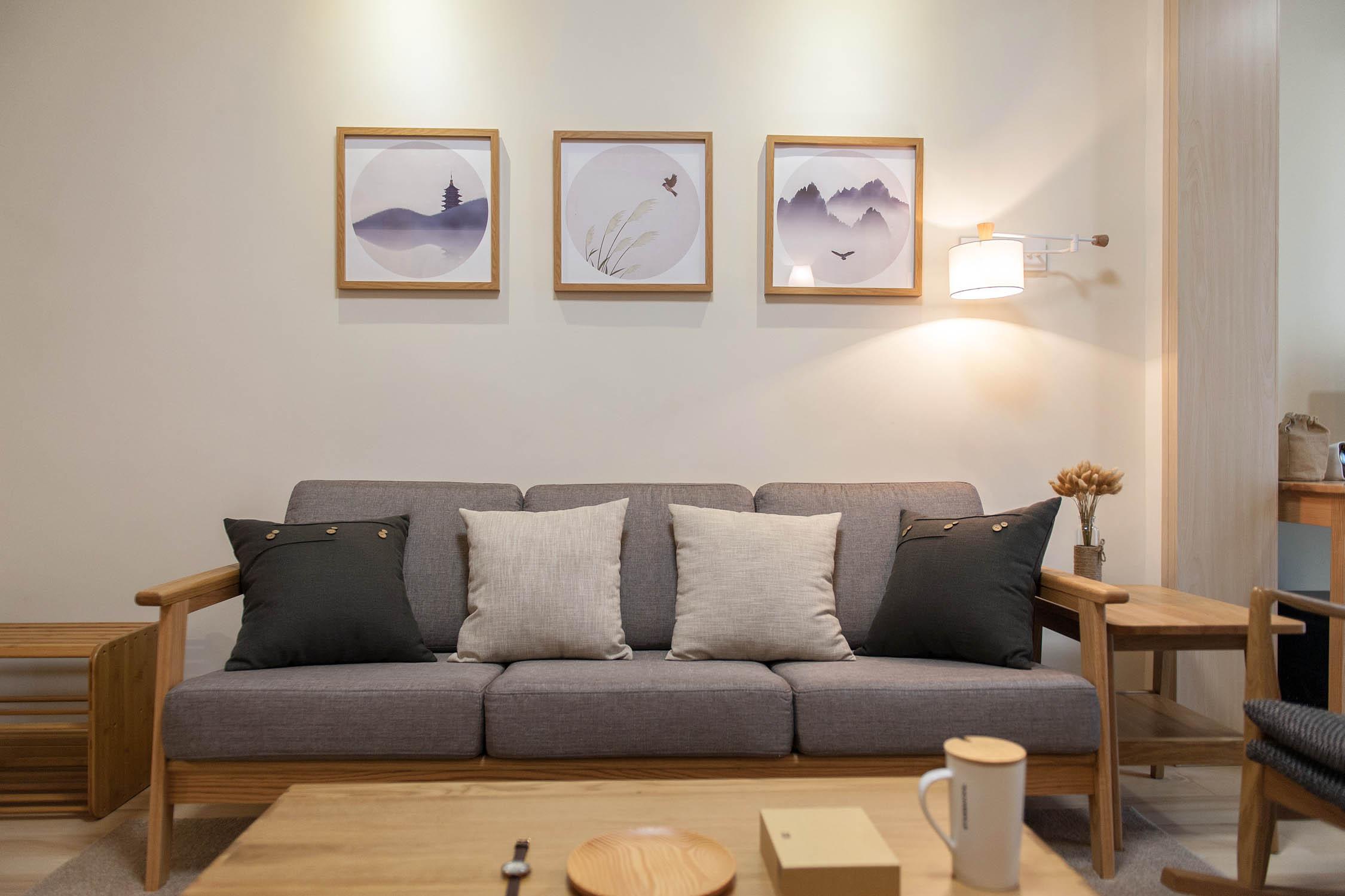 80㎡日式风格三居沙发背景墙装修效果图
