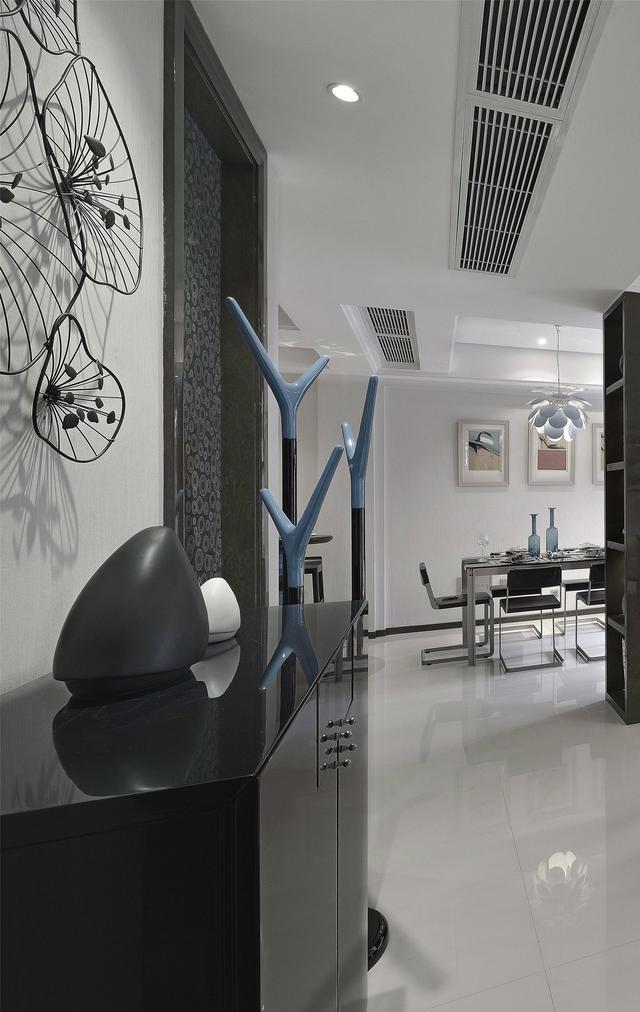 二居室现代风格玄关装修效果图