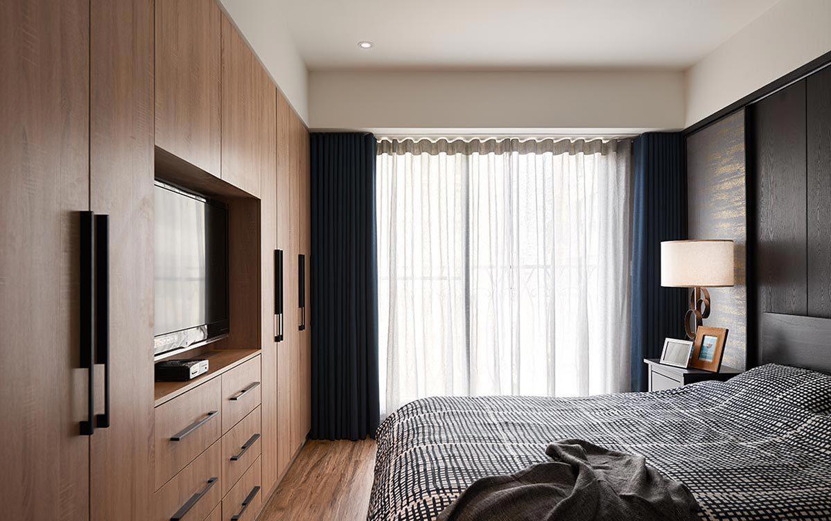106平现代三居卧室衣柜装修效果图
