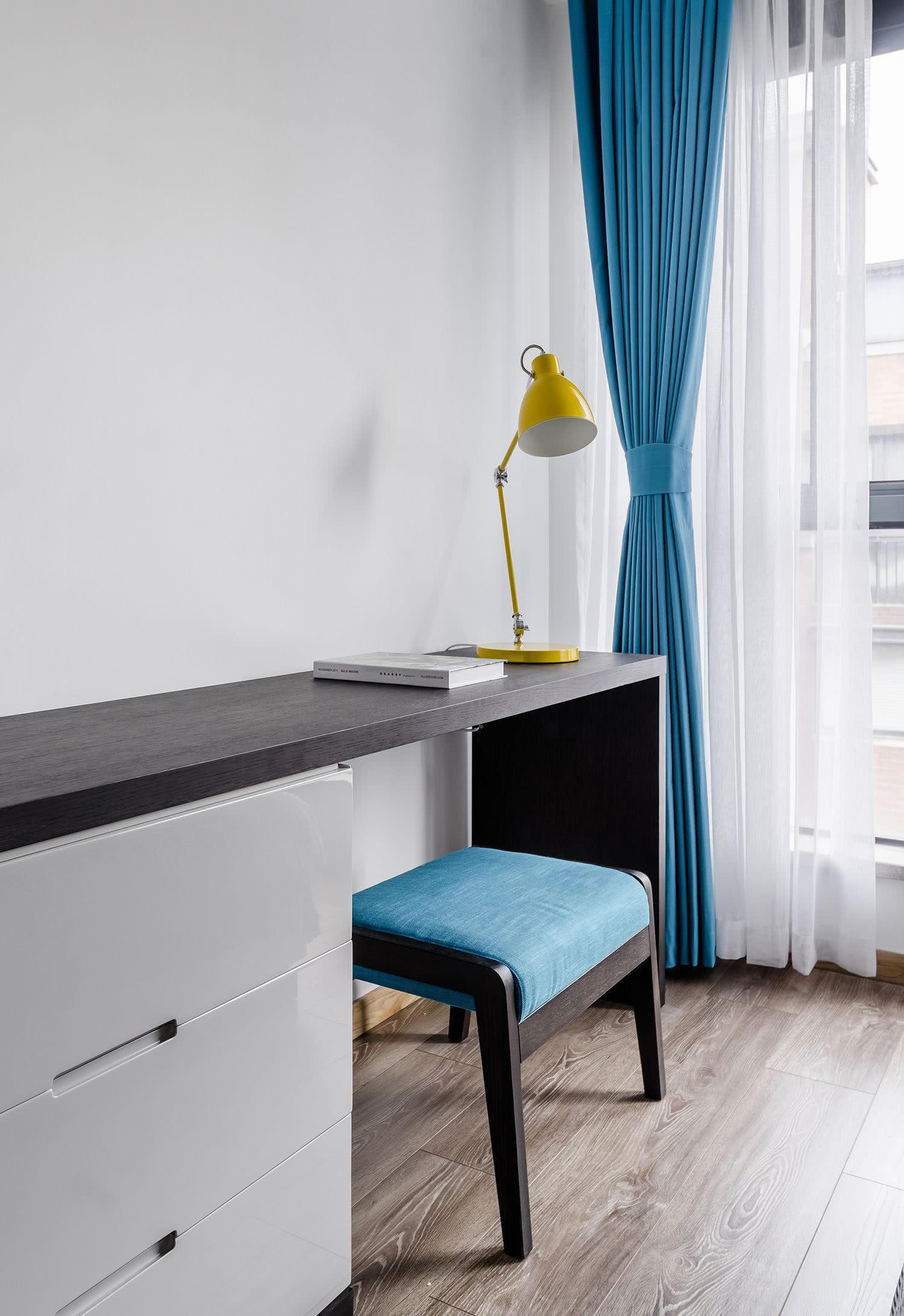 90㎡三居室书桌装修效果图