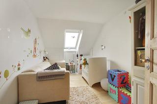 简约白色阁楼公寓儿童房装修效果图
