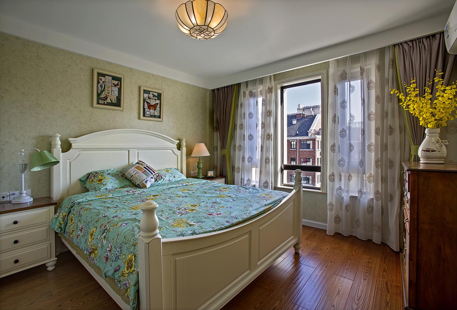 三居室美式风格卧室装修设计图