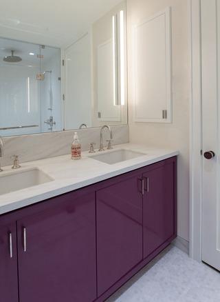 大户型轻奢公寓浴室柜装修效果图