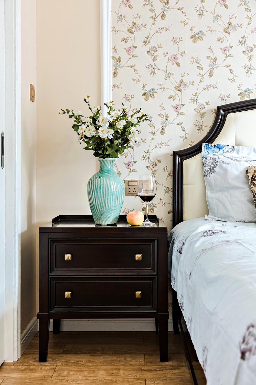 134㎡美式风格装修床头柜设计图