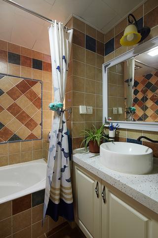 美式风格三居卫生间装修设计图