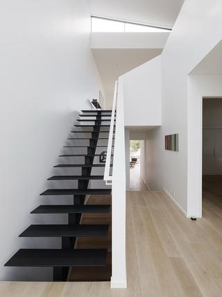 大户型极简风格楼梯装修设计图