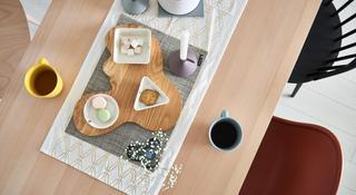 大户型北欧风格装修餐桌布置图