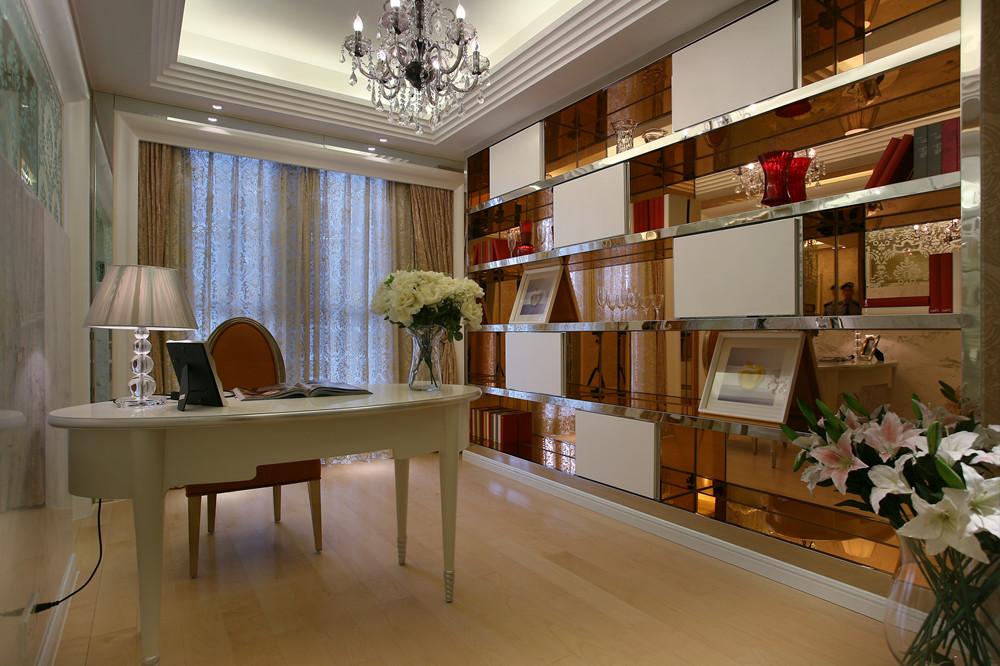 欧式风格三居室沙发装修效果图