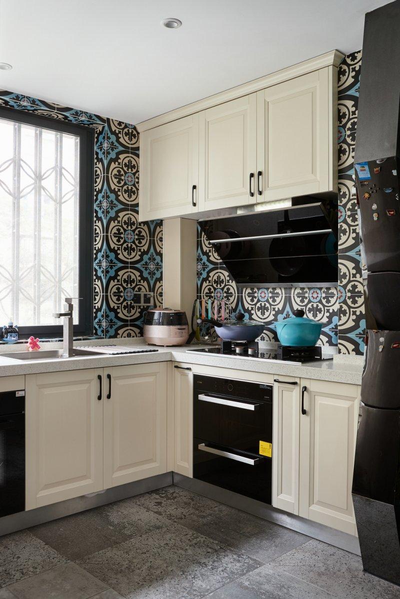 混搭风格三居厨房装修设计图