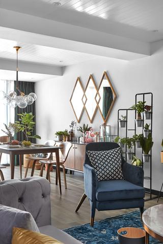 混搭三居室装修蓝色沙发椅设计效果图