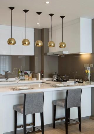 現代簡約樣板間廚房裝修效果圖