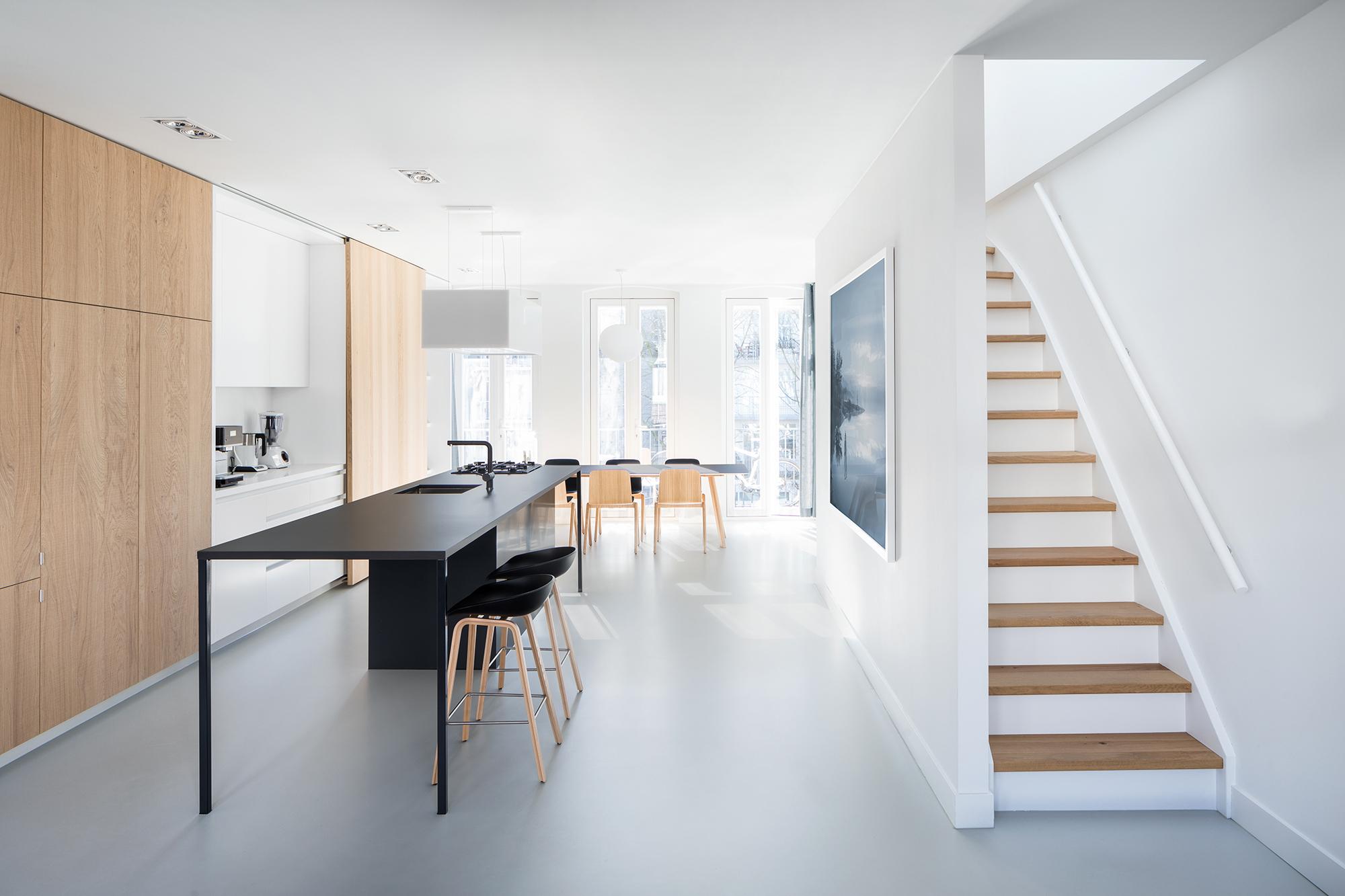 极简风格LOFT公寓楼梯装修效果图