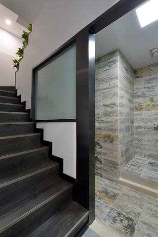 复式现代简美风格楼梯装修效果图