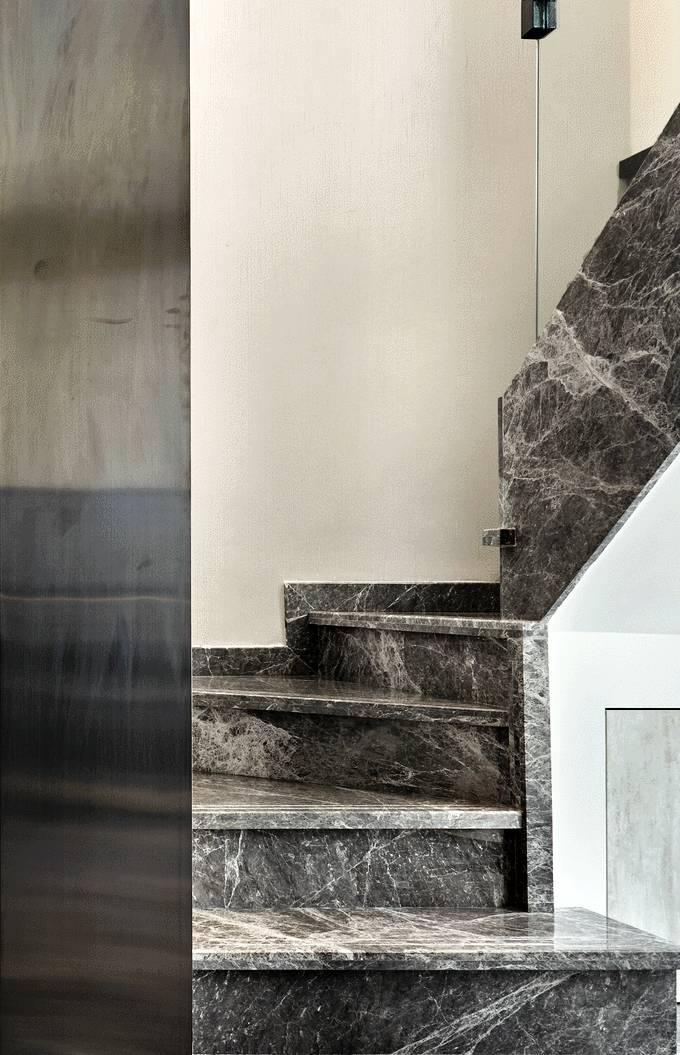 复式现代风格三居楼梯装修效果图