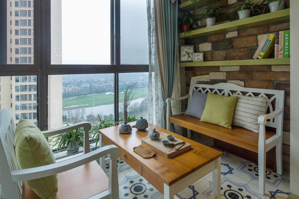 110平美式三居室阳台装修效果图