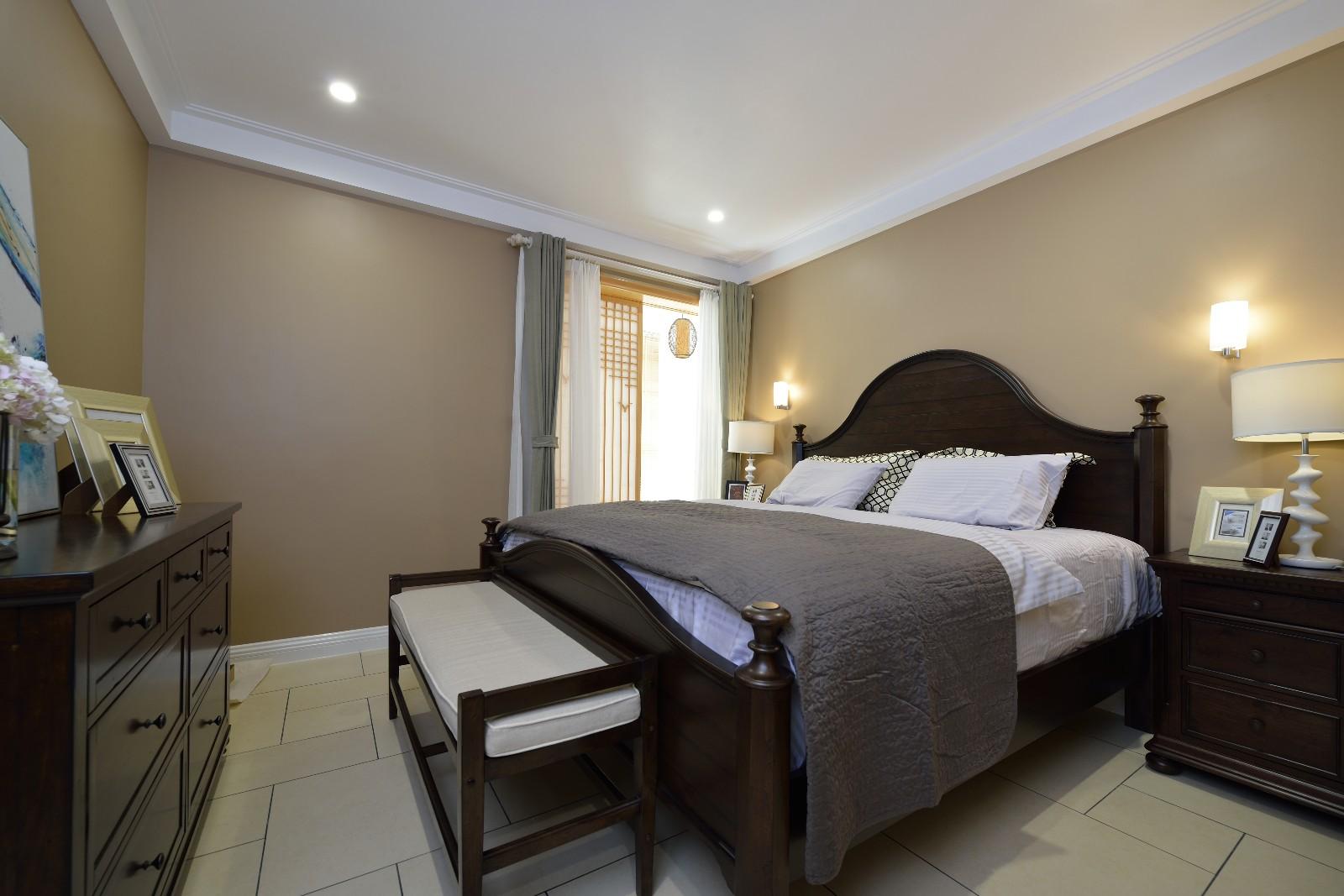 现代美式风格卧室装修设计图